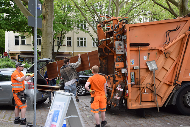 Müllsammelaktion mit den KIezhausmeistern in Neukölln.